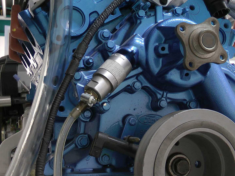 Leak test on engine test bench with quick coupler TW800